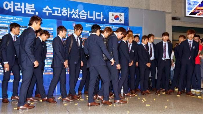 Pemain Korea Selatan dilempari gula-gula