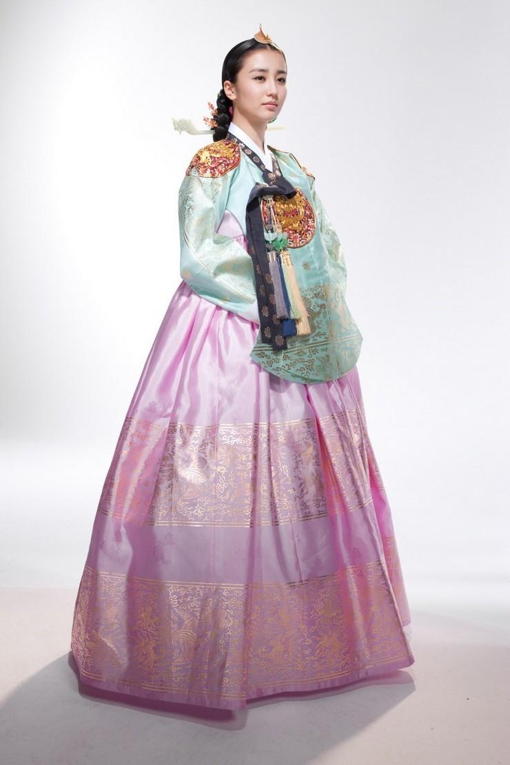 Hanami Hanbok Feature