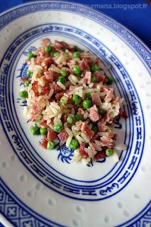 Рис с ветчиной и зелёным горошком