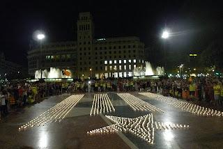 Bandera independentista de velas en plaza Catalunya de #BCN, para calentar motores para la Diada
