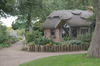 Charlecote+Park-Mary+Elizabeth+Lucy-National+Trust-Summerhouse-Gary+Webb.