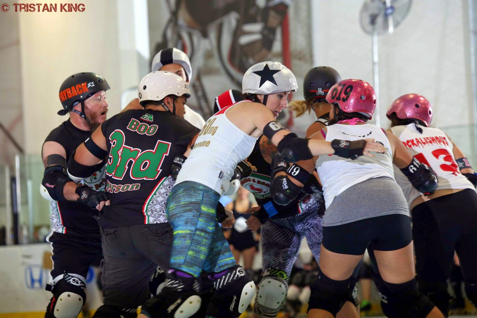 Roller skating visalia - That Skater Is Acdg S Black Star Heronine And She Ll Sweep Your Ass Up Faster Than A Craftman Leaf Blower Clears A Sidewalk