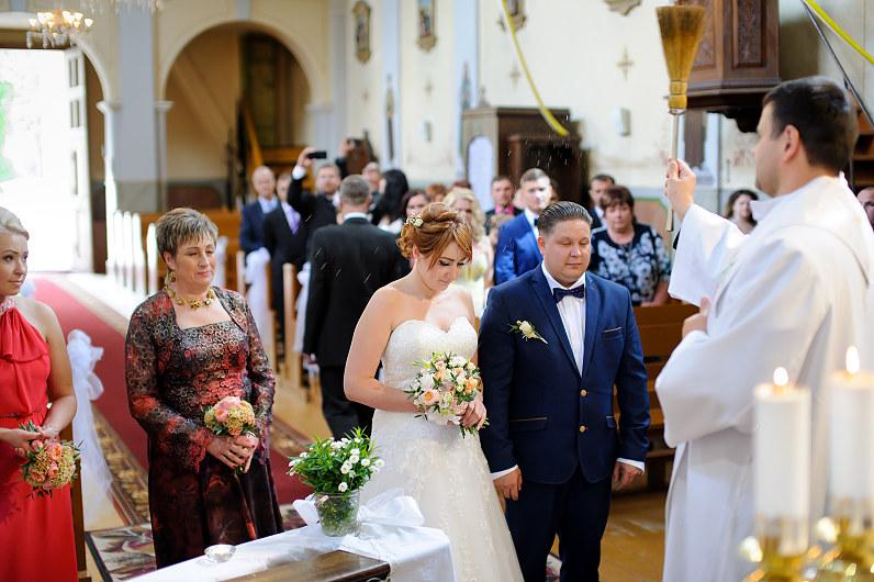vestuvės Taujėnų Šv. Kryžiaus Išaukštinimo bažnyčioje