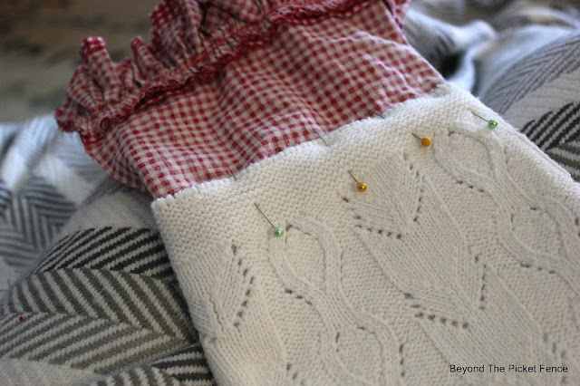 sewing stockings, Christmas ideas, DIY, Upcycle, http://bec4-beyondthepicketfence.blogspot.com/2015/12/12-days-of-christmas-day-10-how-to.html