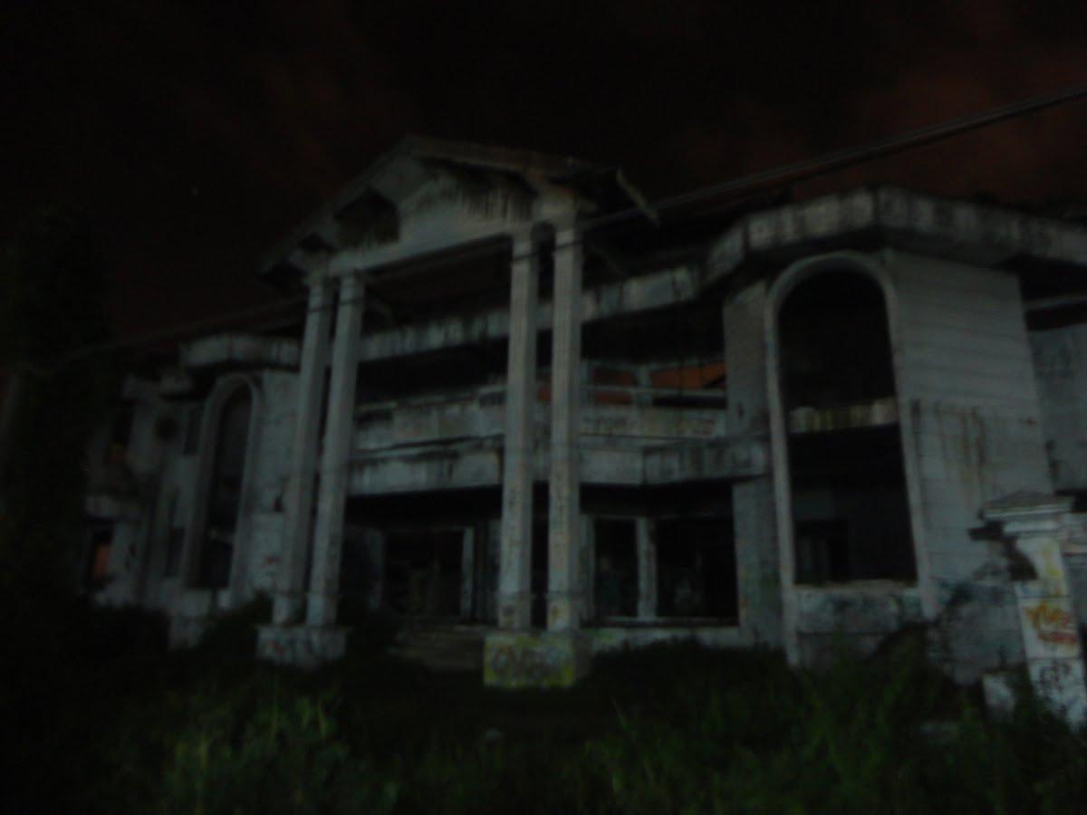 DUNIA HANTU: Rumah Hantu Darmo