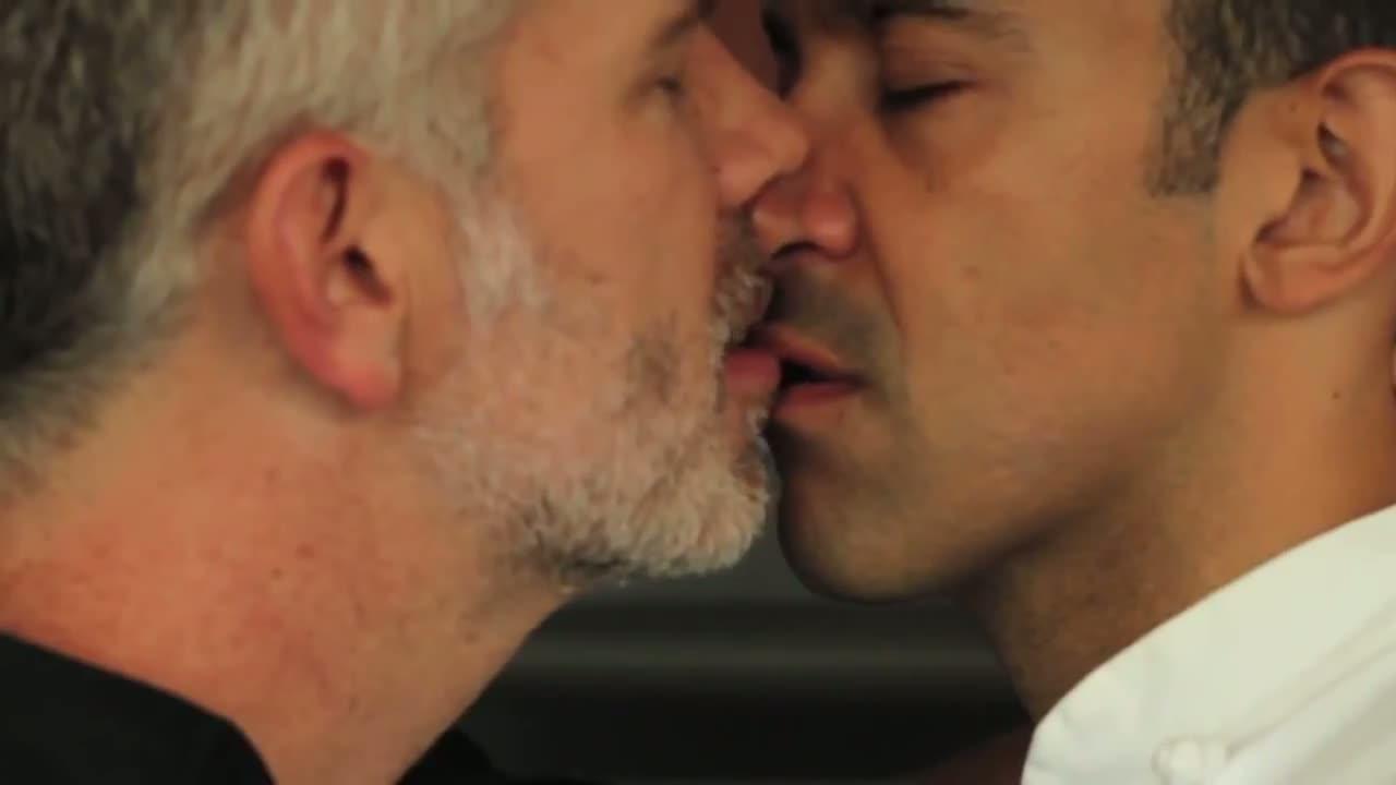 horny gay chatroom