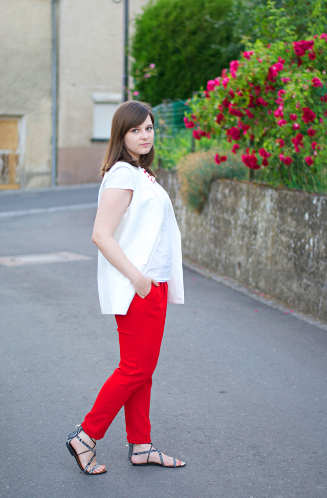 red pants white vest summer look