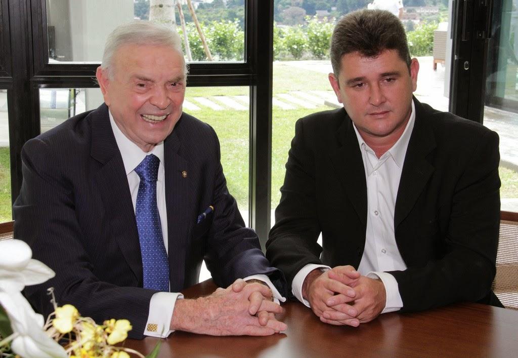Em momento de descontração, prefeito Arlei e presidente Marin