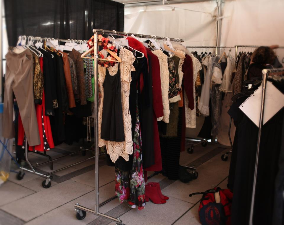 bbd28e1923 Posing in Vintage - Vancouver Fashion Blog  EFW06 Backstage Access
