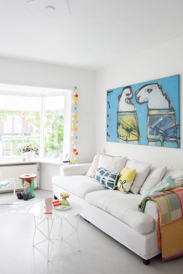salón escandinavo con colores pastel