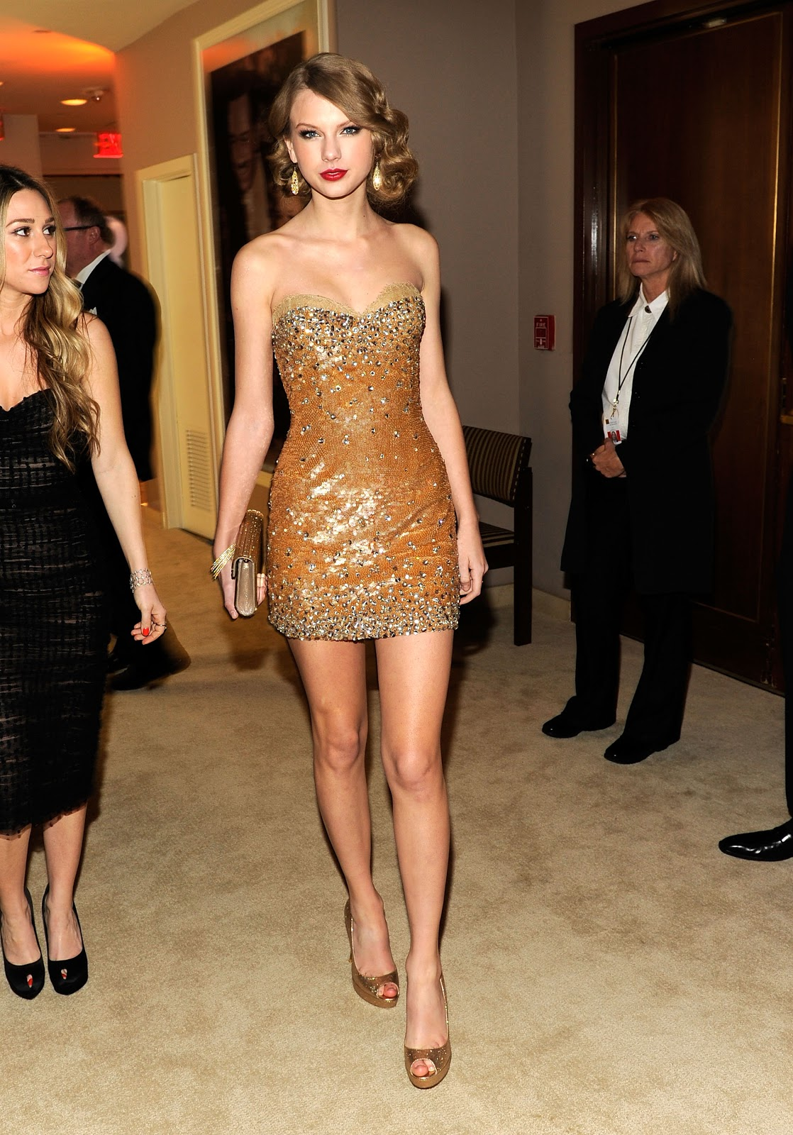 http://2.bp.blogspot.com/-7FW3L1SvXZ8/T4zpUHKoIuI/AAAAAAAADP8/YK-muVvFNRM/s1600/Taylor-Swift-Feet-14.jpg