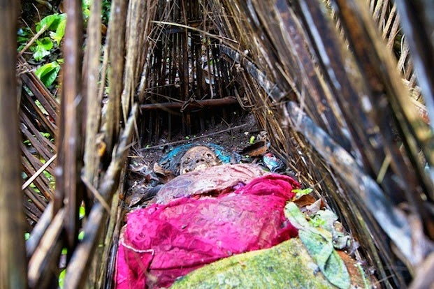 Suku Bali, Membiarkan Jenazah di Atas Tanah