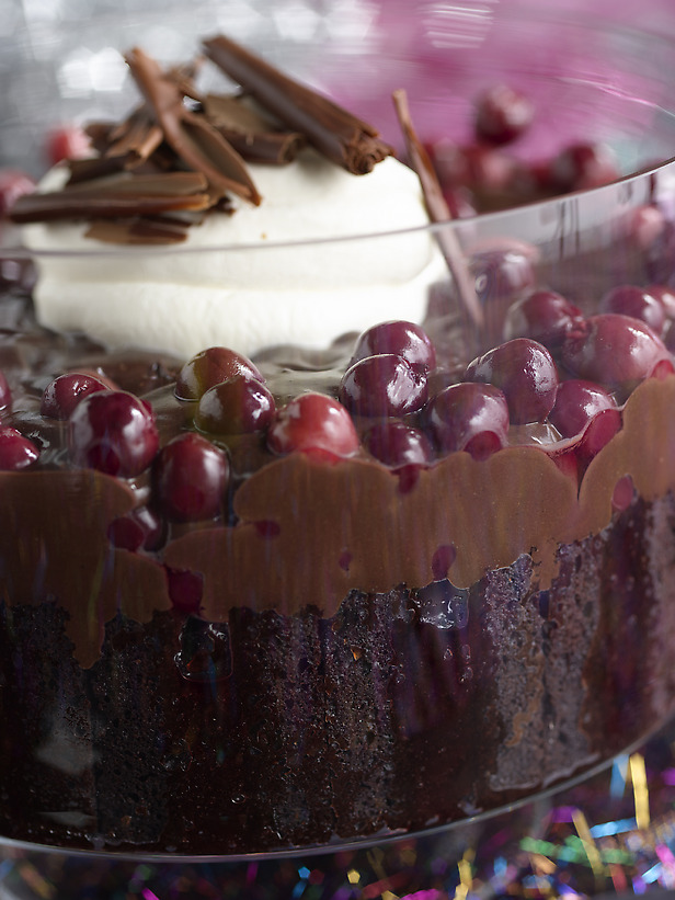 Scrumpdillyicious: Nigella Lawson's Chocolate Cherry Trifle