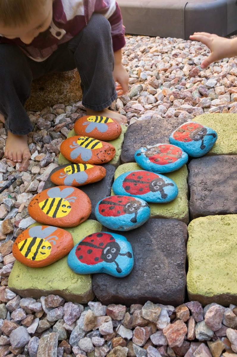 http://www.amomstake.com/2014/10/diy-garden-tic-tac-toe-game/