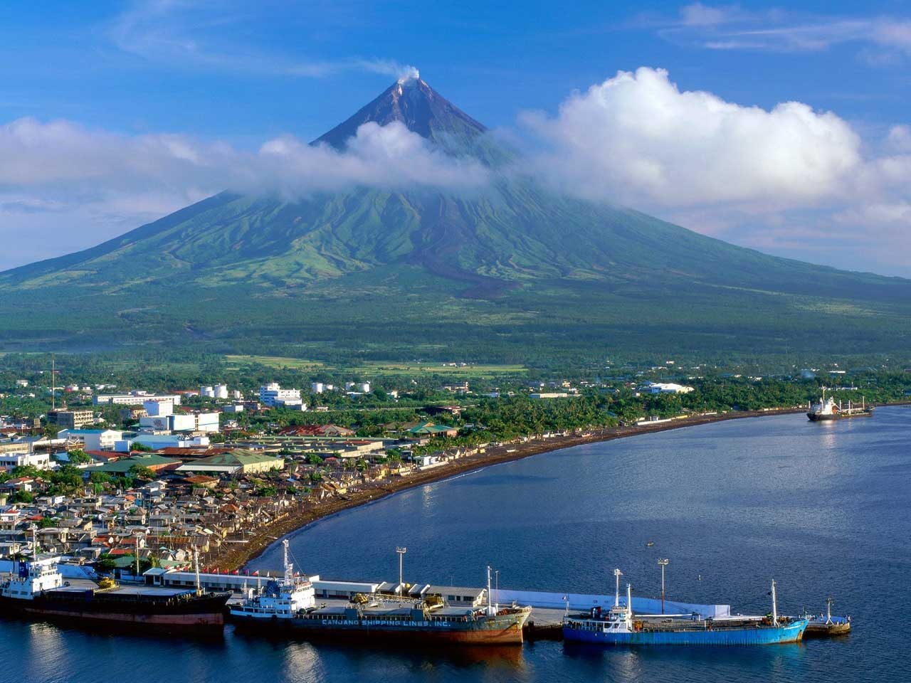 http://2.bp.blogspot.com/-7FniMjVZFgk/T3nEoH4I4RI/AAAAAAAAABY/kX8fiUo6K2Y/s1600/beautiful_mount_mayon_megazpi_city_muzon_islands_philippines_wallpaper.jpg