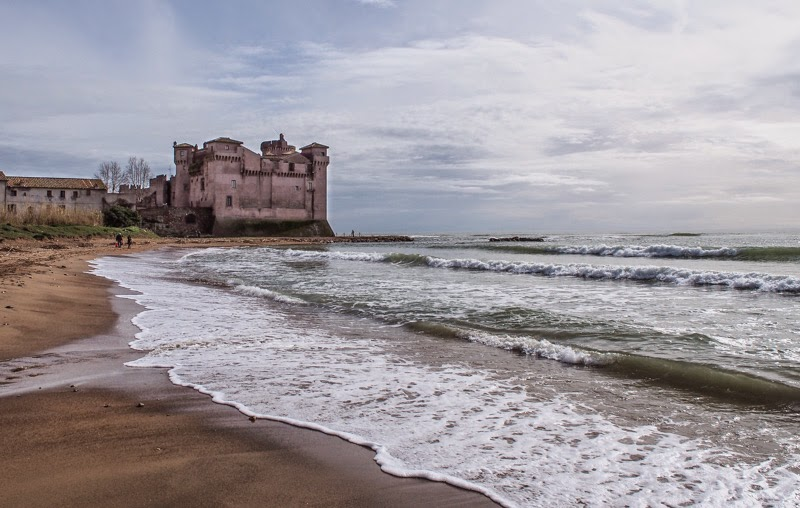 Italy Santa Severa A Free Beach With A Castle To Boot Minor Sights