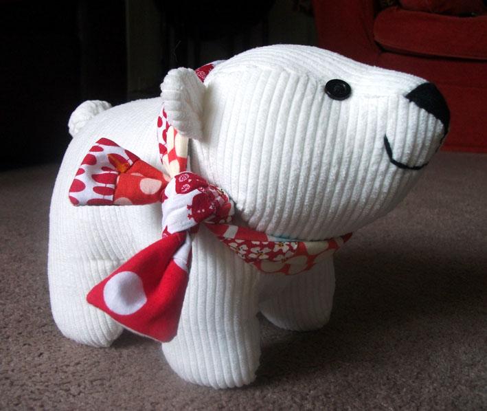 Por último, um ursinho polarzinho com um lencinho no pescocinho ...
