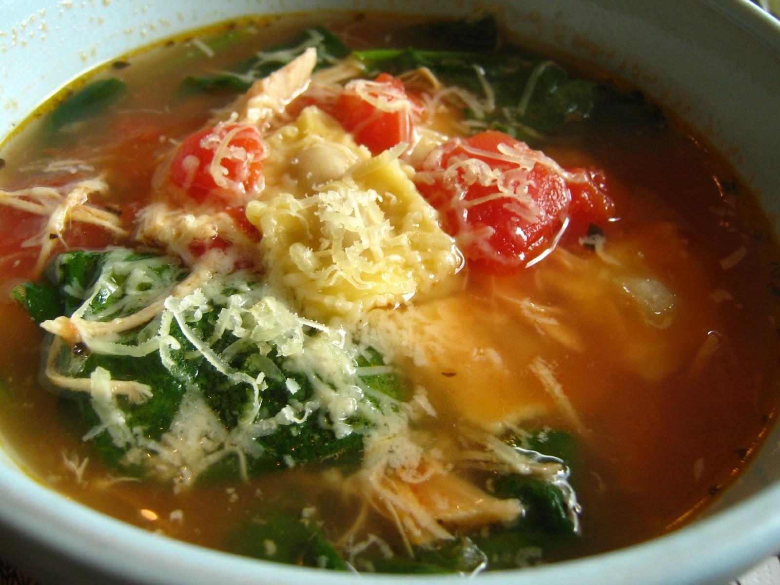 Garlicky+Spinach+&+Tortellini+Soup+(2).jpg