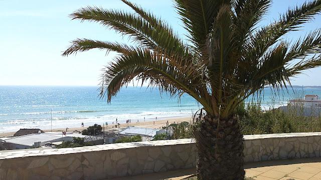Het La Fontanilla strand van Conil de la Frontera is geliefd bij jong en oud