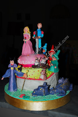 Zucchero creativo una torta da favola la bella for Piani di libri da favola