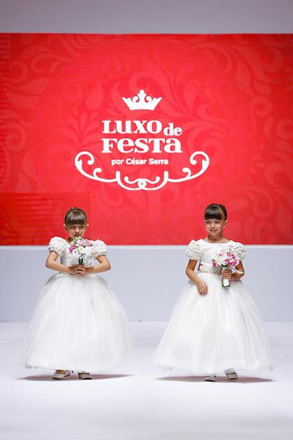 desfile noiva vestido dama buquê