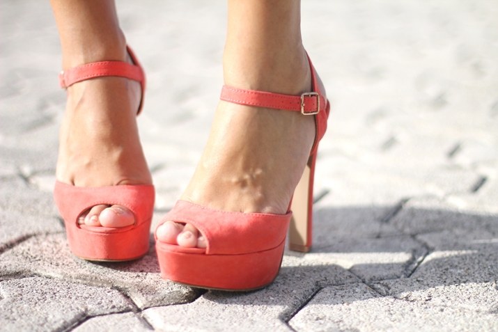 Coral shoes blogger