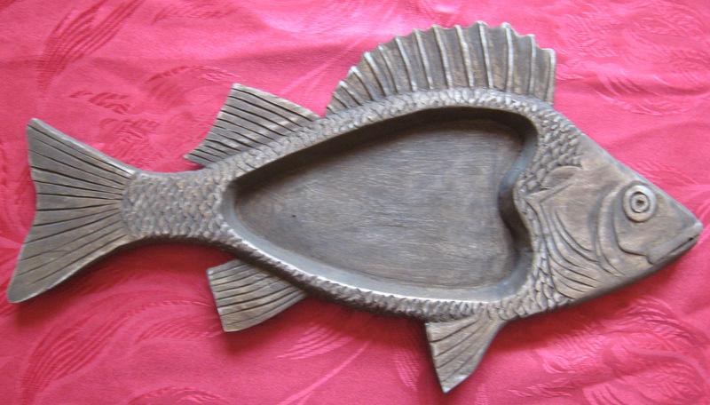 Резное деревянное блюдо Окунь украсит интерьер кухни, рыболовного магазина, ресторана