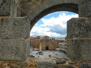 """Plaza de Santa Teresa o """"el Grande"""" desde la muralla de Ávila"""
