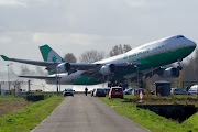 . aircraft pics / airplane photos / airplane pictures / aviation / plane . (aircraft )