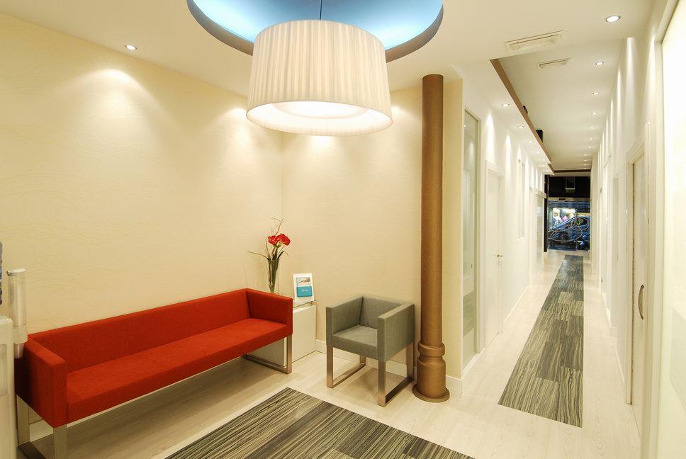 Nat dise o de espacios reforma de local comercial cl nica for Decoradores de interiores en bilbao