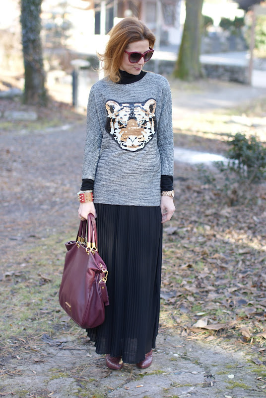 tiger head sweater, black pleated skirt