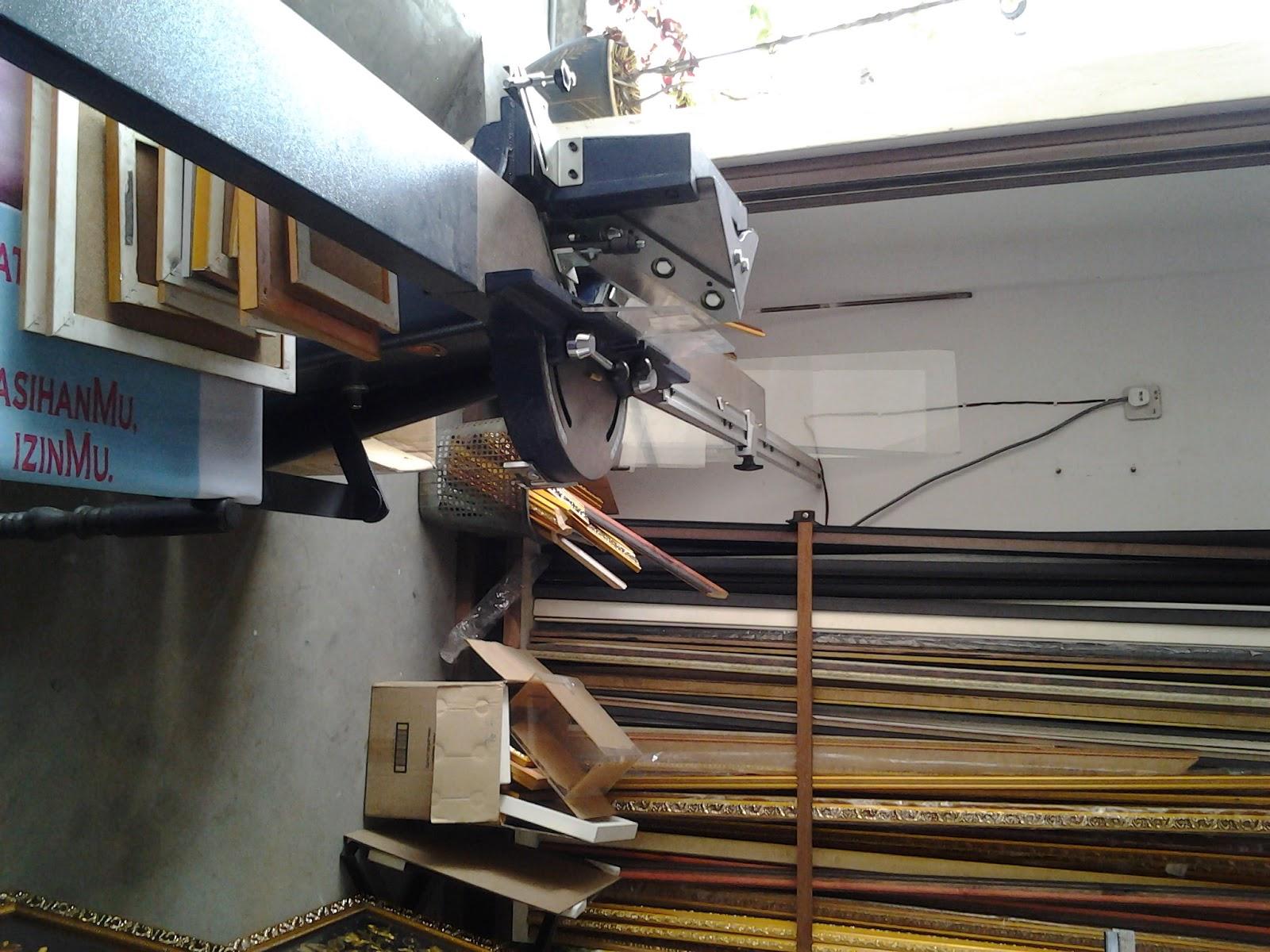 Sudut memotong kayu frame. (Cutter machine)