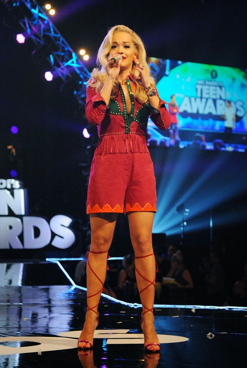 Rita Ora sing 'Happy Birthday' for a Fan