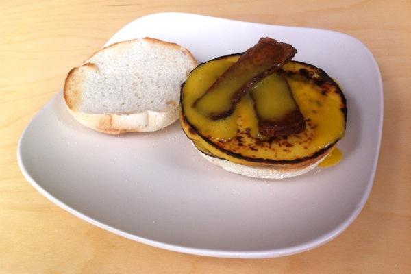 Vegan-VEGG-egg-bacon-english-muffin