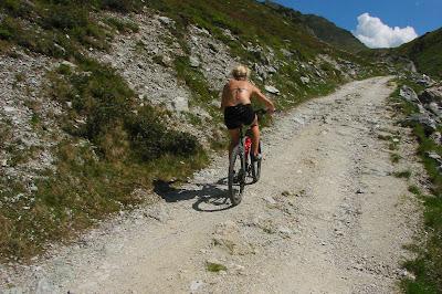 Motbakker og ujevnt underlag gir effektiv sykkeltrening