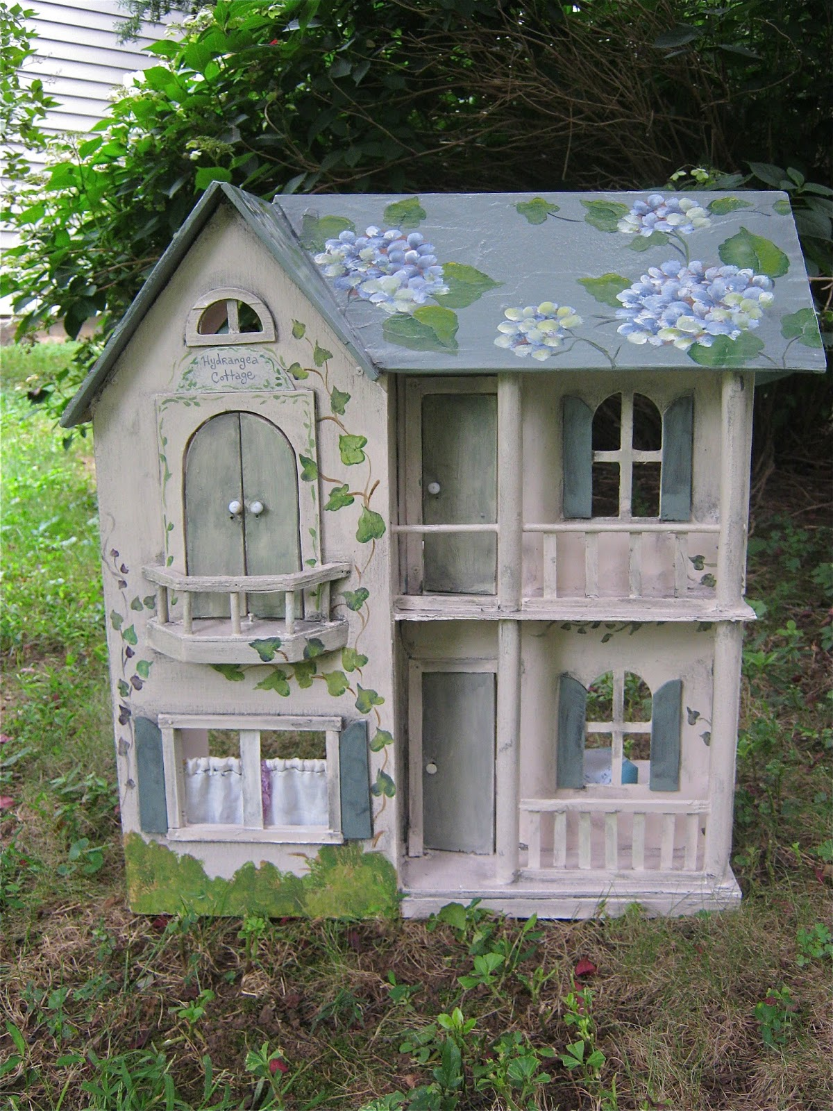 Sandy Mastroni Painted Dollhouse Hydrangea Cottage