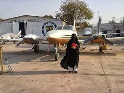 juruterbang wanita pertama berniqab