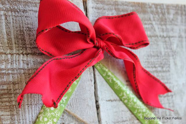 12 Days of Christmas Ribbon Tree http://bec4-beyondthepicketfence.blogspot.com/