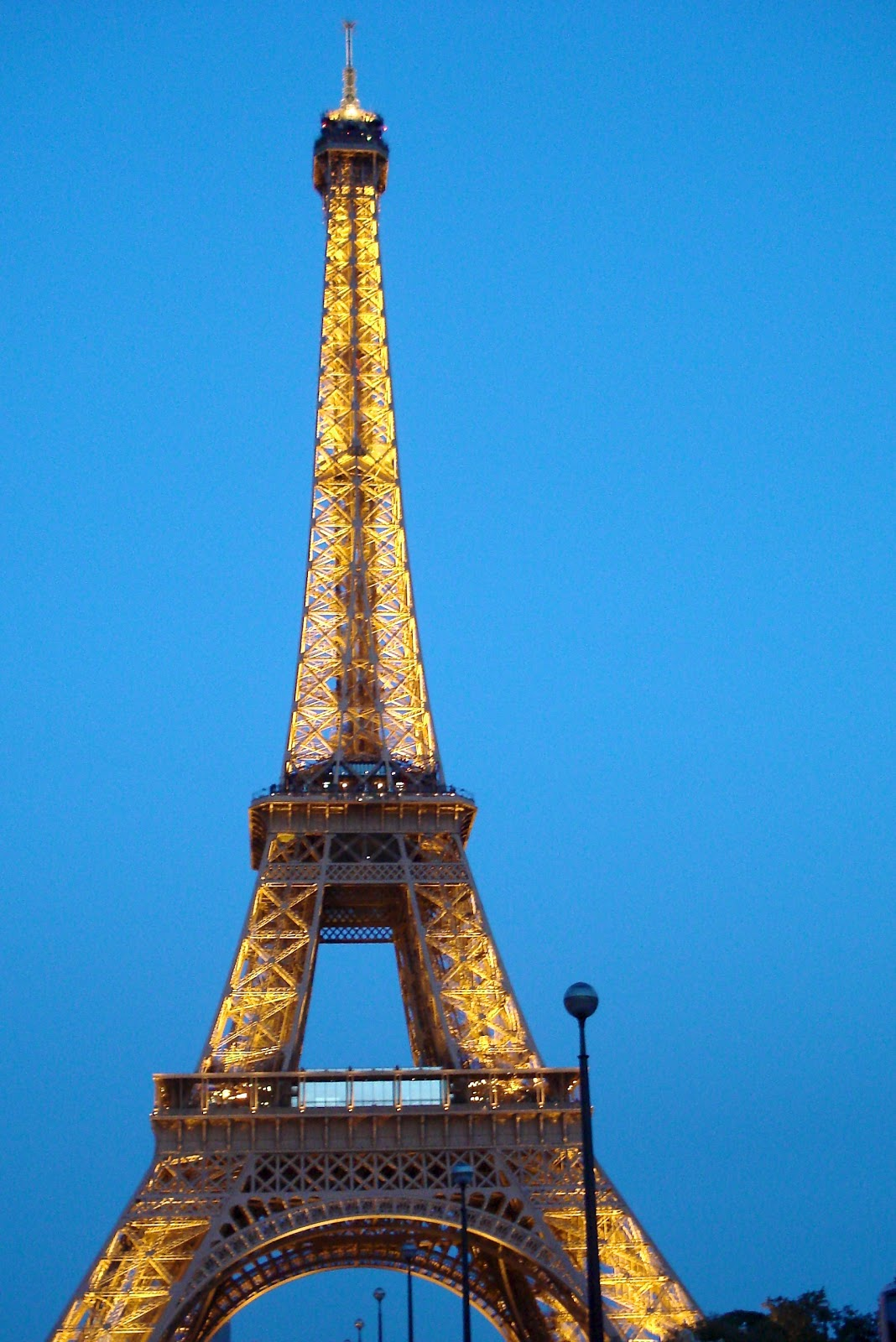 Got france in my pants november 2011 for Names of famous towers