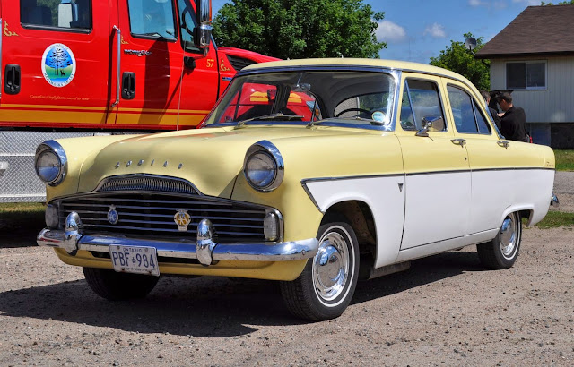 Foto Mobil Antik Ford Zodiac Canadian Sightseeing