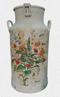Lechera personalizada por Rudi decorada flores y hojas