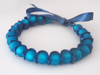 Diy bracelet de perles et ruban caro dels blog diy et loisirs cr atifs - Bracelet perle et ruban ...