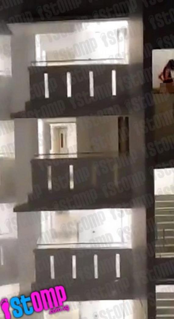 Aksi terlampau pasangan kekasih celah tangga apartment dirakam