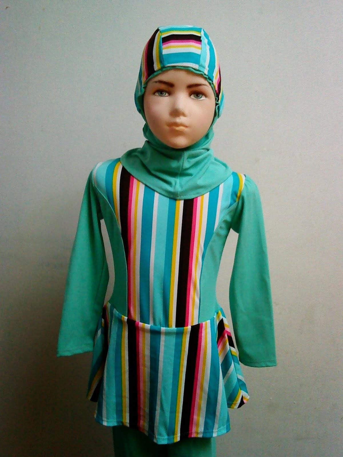 Baju renang anak muslim dengan motif garis trendy