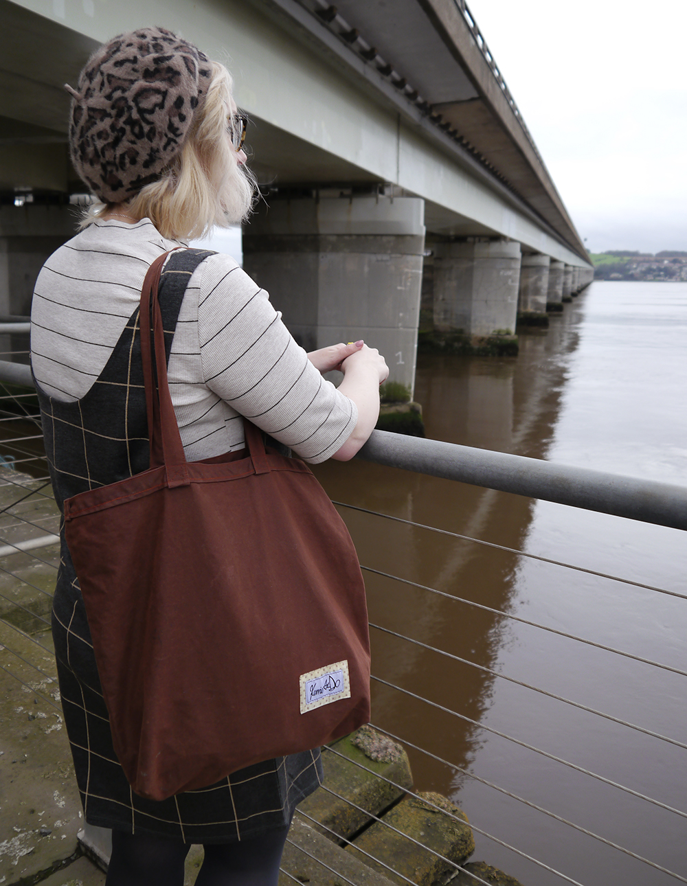 IOLLA Muir tortoise shell frames, leopard print beret, kawaii spoon necklace, layering checks, Scottish winter style, Scottish fashion blogger, Kerrie Aldo waxed cotton bag, Tay Road Bridge, Dundee style, what to wear in winter in Scotland, January weather in Scotland