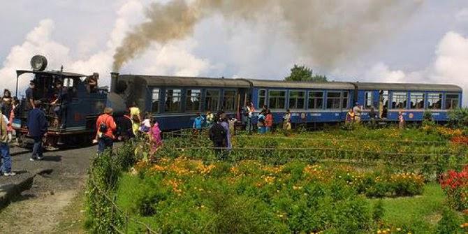 Lintasan Darjeeling Himalayan Railway