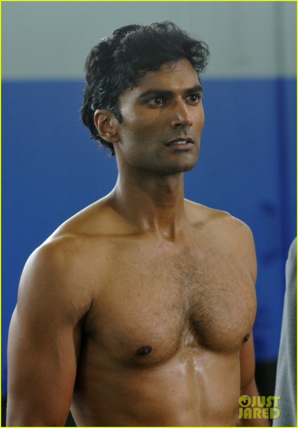 Hottie of the Week  Sendhil RamamurthyJeremy Irvine Shirtless
