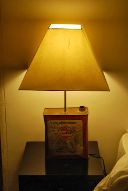 bidón de aceite convertido en lámpara