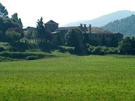 El mas de Vilarassau rodejat pels camps del Pollancre