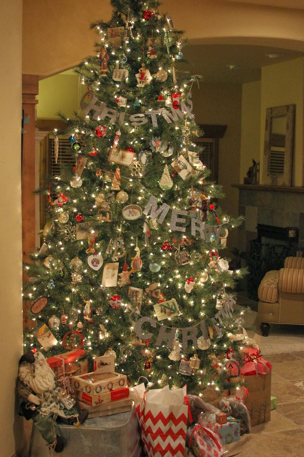 time of our lives merry christmas tree garland. Black Bedroom Furniture Sets. Home Design Ideas